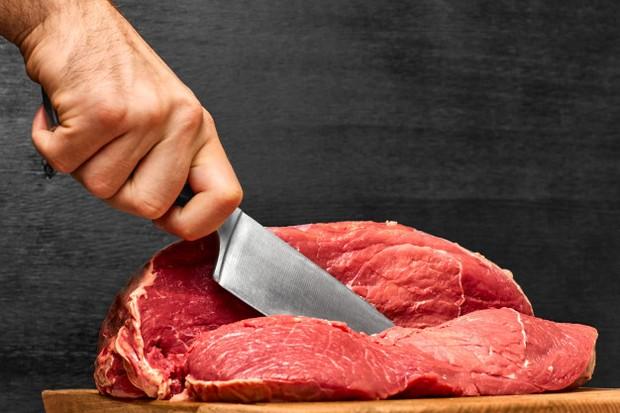 Memukul daging sapi dapat membuat lebih empuk