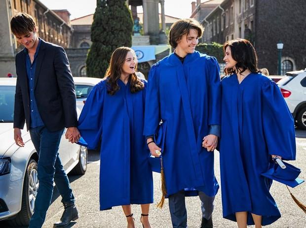 TheKissingBooth2 menceritakan hubungan asmara Elle dan Noah pada tahun terakhir di SMA, persiapan Noah memasuki kuliah, hingga percintaan keduanya yang harus menjalani hubungan jarak jauh.