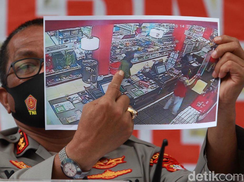 Video Eksklusif! Rekaman CCTV Editor Metro TV Yodi Prabowo Beli Pisau