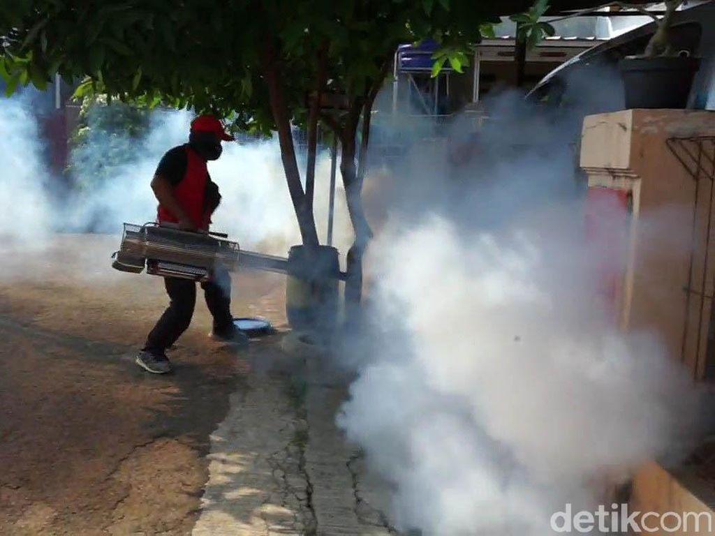 Kasus DBD Meningkat, Warga Negeri Kaler Purwakarta Lakukan Fogging