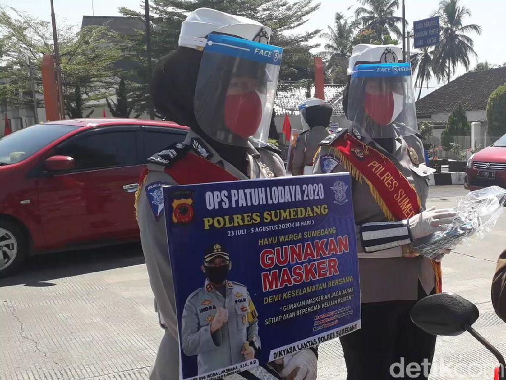 Polisi di Subang, Kuningan dan Sumedang Bagikan Ribuan Masker