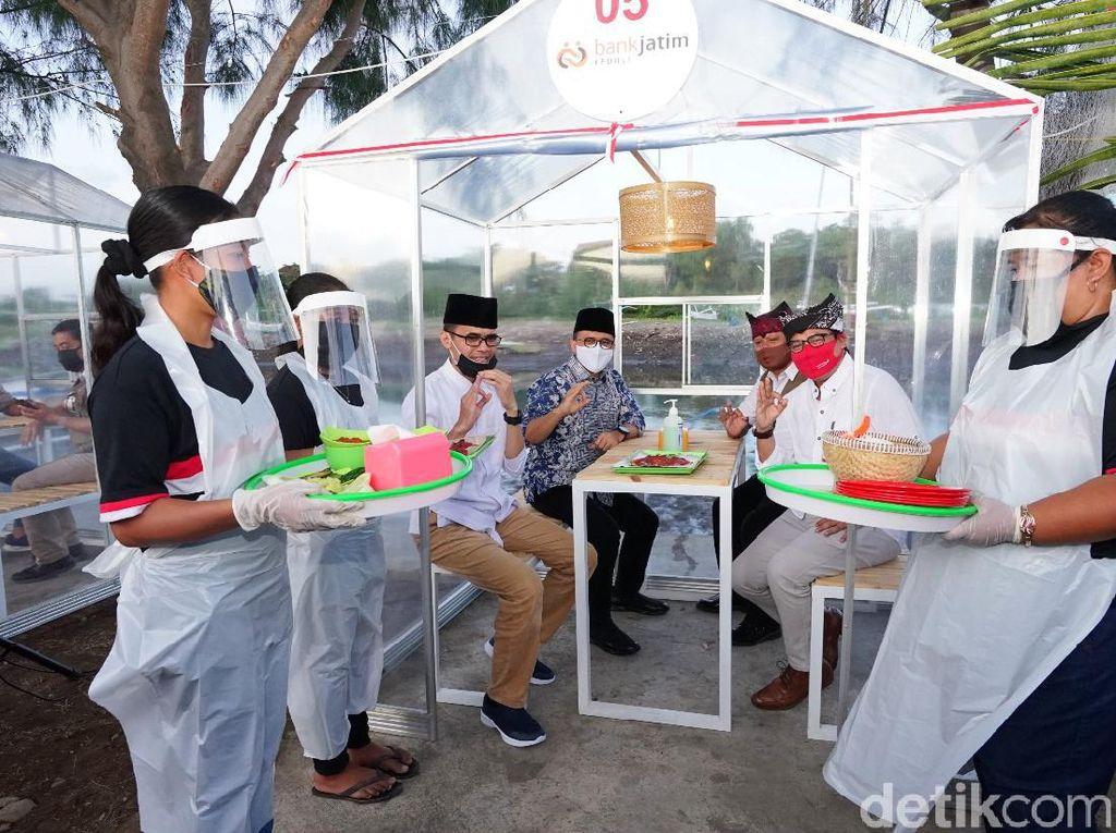 Cegah Covid-19, Di Banyuwangi Bisa Makan Seafood Dalam Pondok Transparan