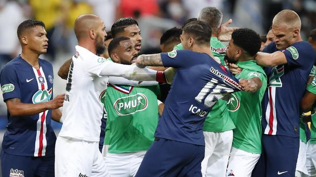 Players scrum after PSG's Kylian Mbappe was tackled during the French Cup soccer final match between Paris Saint Germain and Saint Etienne at Stade de France stadium, in Saint Denis, north of Paris, Friday July 24, 2020. (AP Photo/Francois Mori)