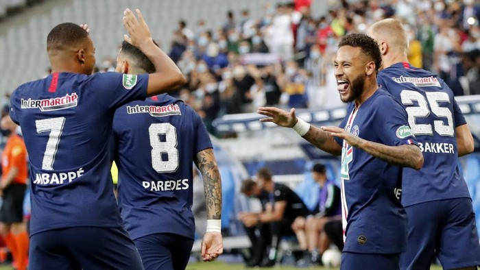PSGs Neymar, right, celebrates with his teammate Kylian Mbappe after scoring his sides first goal during the French Cup soccer final match between Paris Saint Germain and Saint Etienne at Stade de France stadium, in Saint Denis, north of Paris, Friday July 24, 2020. (AP Photo/Francois Mori)
