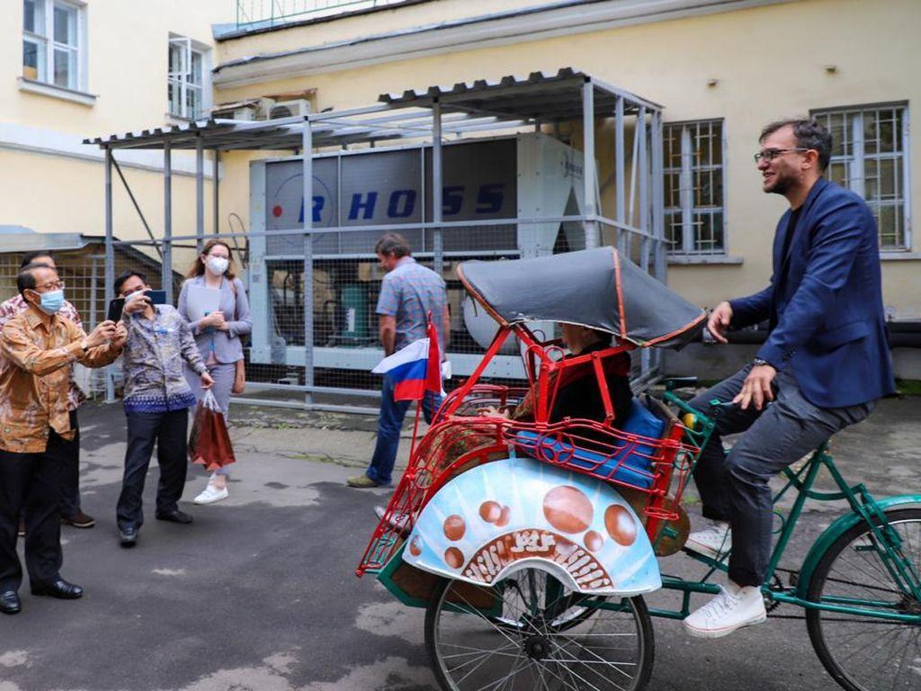 Mantap! Museum Ketimuran Moskow Rusia Koleksi Becak Yogyakarta