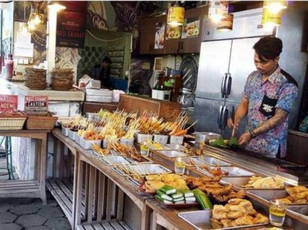 Rekomendasi Wisata Kuliner di Solo, Cafe Tiga Tjeret