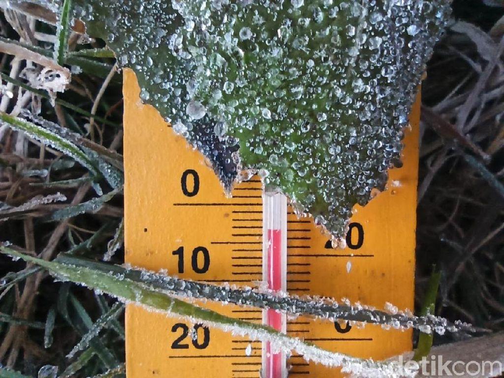 Fenomena Embun Es di Dieng Diprediksi Muncul hingga September