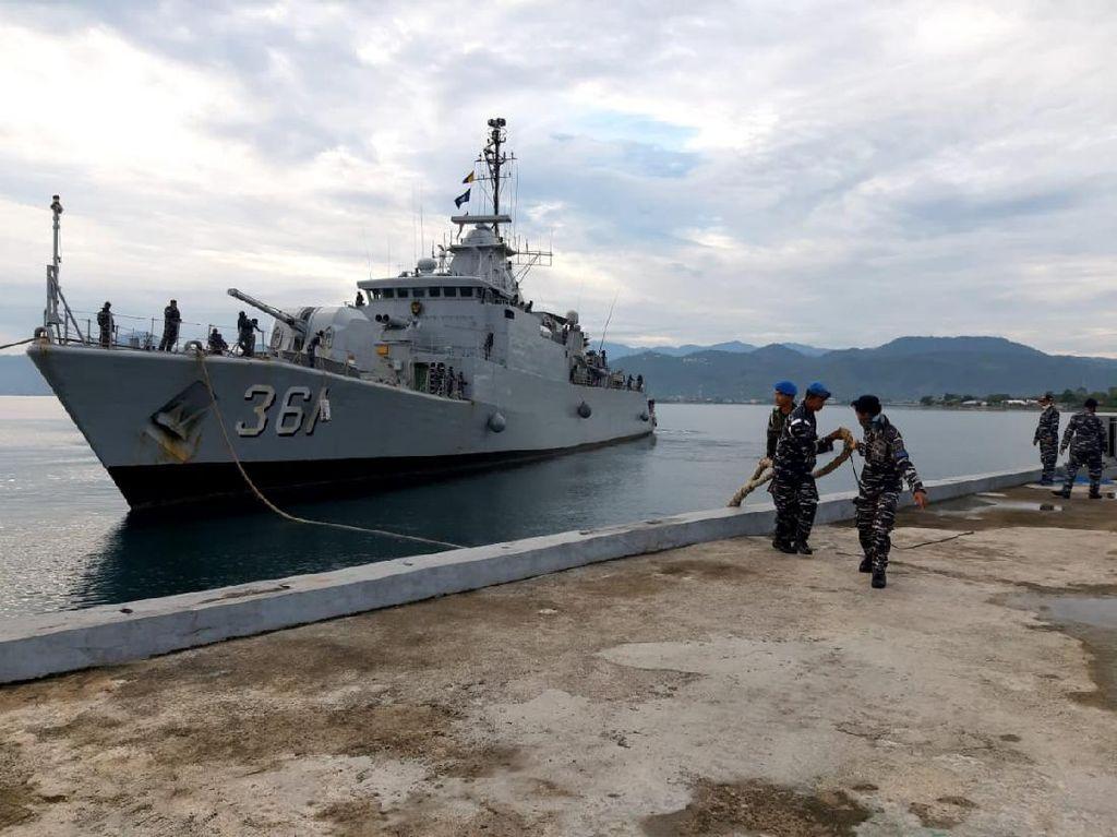 Jaga Laut NKRI, 2 Kapal Perang TNI AL Bersandar di Pelabuhan Mamuju