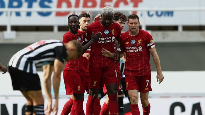 NEWCASTLE UPON TYNE, ENGLAND - JULY 26: Divock Origi of Liverpool celebrates with teammates after scoring his teams second goal  during the Premier League match between Newcastle United and Liverpool FC at St. James Park on July 26, 2020 in Newcastle upon Tyne, England. Football Stadiums around Europe remain empty due to the Coronavirus Pandemic as Government social distancing laws prohibit fans inside venues resulting in all fixtures being played behind closed doors. (Photo by Jan Kruger/Getty Images )