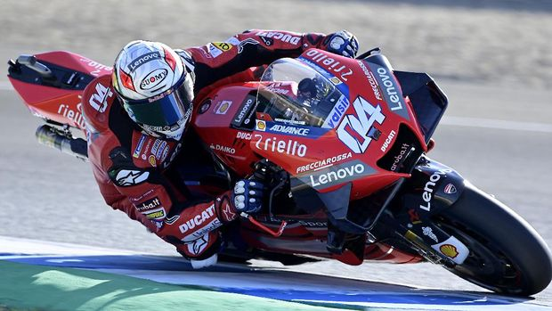 Ducati's Italian rider Andrea Dovizioso takes part in the third MotoGP free practice session of the Andalucia Grand Prix at the Jerez race track in Jerez de la Frontera on July 25, 2020. (Photo by JAVIER SORIANO / AFP)