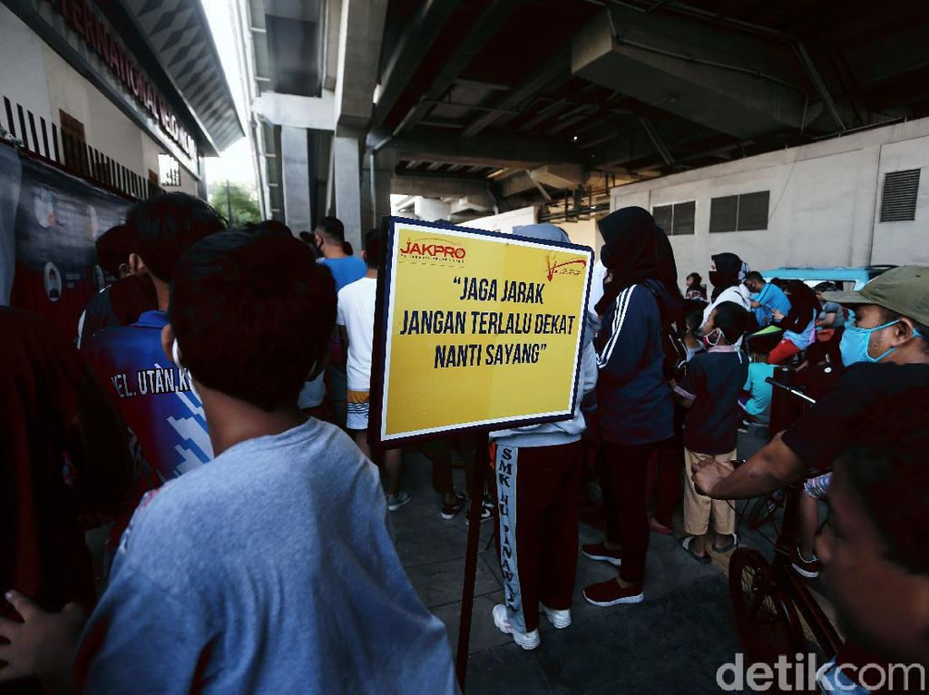 Antrean Warga Mengular di Velodrome Kemarin, JakPro: Kapasitas Dibatasi