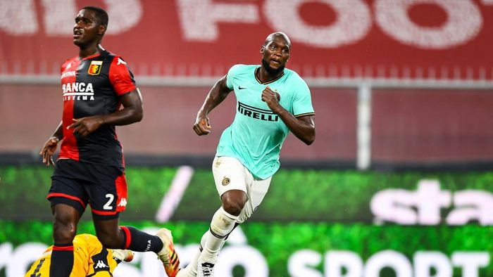 GENOA, ITALY - JULY 25: Romelu Lukaku of Inter celebrates after scoring his second goal during the Serie A match between Genoa CFC and  FC Internazionale at Stadio Luigi Ferraris on July 25, 2020 in Genoa, Italy. (Photo by Paolo Rattini/Getty Images)