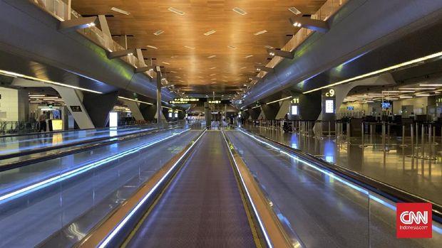 Suasana Bandara Internasional Hamad di Doha, Qatar, yang sepi saat pandemi virus corona pada bulan April 2020. (CNNIndonesia/Fandi Stuerz)
