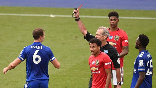 LEICESTER, ENGLAND - JULY 26: Johnny Evans of Leicester City is shown a red card by referee Martin Atkinson during the Premier League match between Leicester City and Manchester United at The King Power Stadium on July 26, 2020 in Leicester, England.Football Stadiums around Europe remain empty due to the Coronavirus Pandemic as Government social distancing laws prohibit fans inside venues resulting in all fixtures being played behind closed doors. (Photo by Oli Scarff/Pool via Getty Images)