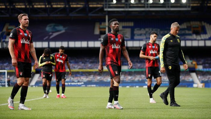 LIVERPOOL, ENGLAND - JULY 26: Dan Gosling, Jefferson Lerma and Dominic Solanke of AFC Bournemouth  looks dejected after being relegated after the Premier League match between Everton FC and AFC Bournemouth  at Goodison Park on July 26, 2020 in Liverpool, England. Football Stadiums around Europe remain empty due to the Coronavirus Pandemic as Government social distancing laws prohibit fans inside venues resulting in all fixtures being played behind closed doors. (Photo by Clive Brunskill/Getty Images)