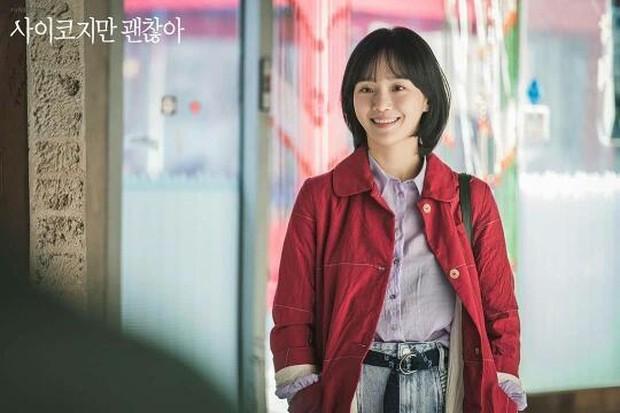 Outfit Nam Ju Ri menggambarkan sifatnya yang naif dan lembut.