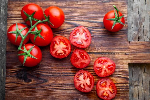 Mengandung vitamin C, vitamin K, antioksidan, dan potasium.