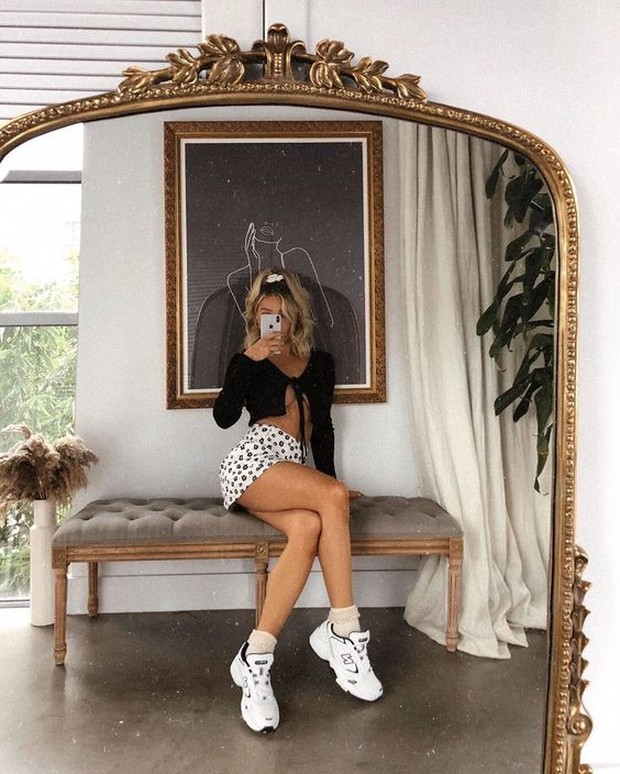 Mirror selfie ini akan fokus pada penampilan bukan wajah.