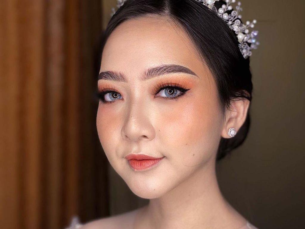 Penampilan Cantik Beauty Influencer Astari Riri yang Dandan Sendiri Saat Nikah