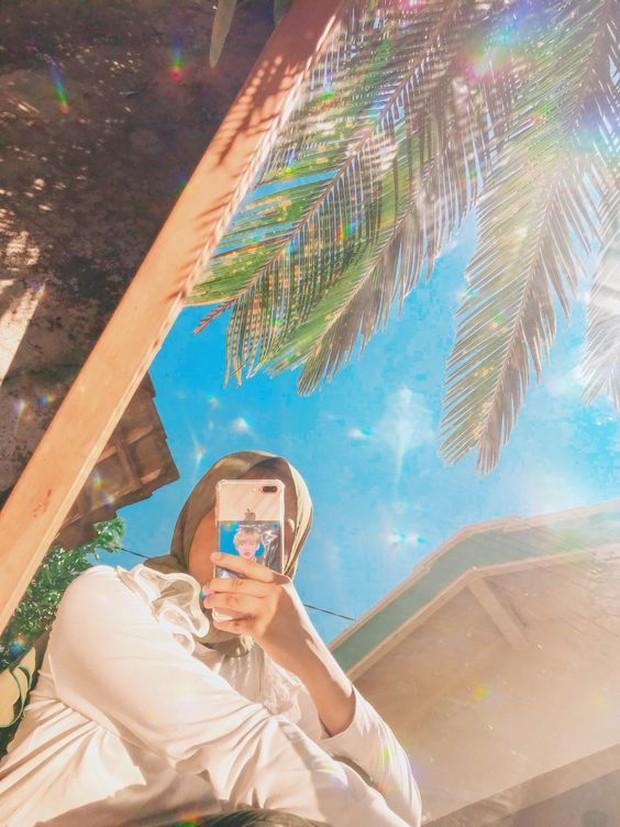 Hasil dari mirror selfie ini akan terlihat bagus karena pencahayaan yang maksimal.