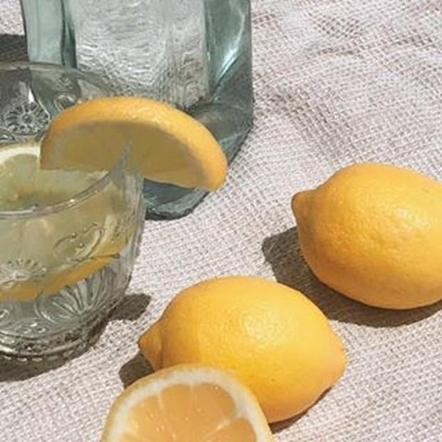 Lemon mengandung vitamin C yang dapat memudarkan strechmark