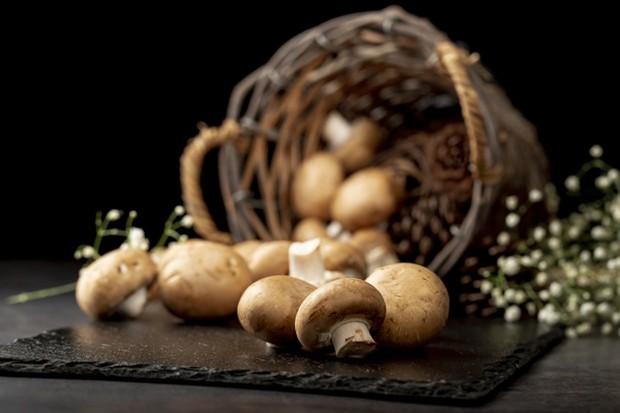 Jamur menambahkan serat ekstra, sumber mineral, vitamin B, kalium, hingga magnesium.