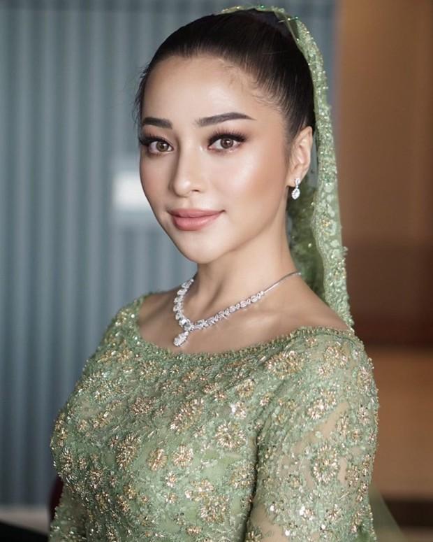 Penampilan Nikita Willy makin sempurna dengn riasan makeup flawless dari makeup artist (MUA) Evalovira.