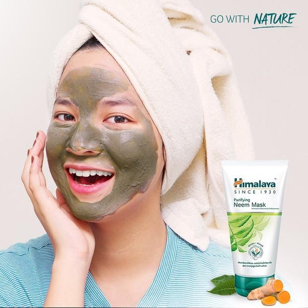 Review Himalaya Purifying Neem Mask untuk kulit berjerawat.