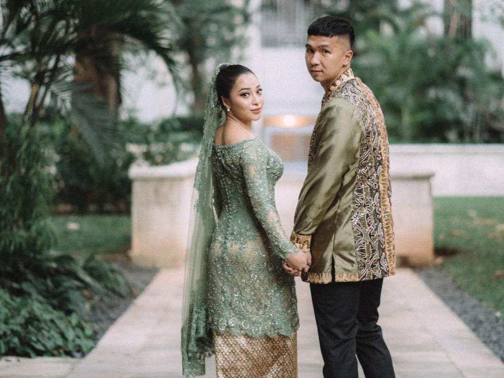 Nikita Willy dan Indra Priawan Menikah dengan Adat Minang