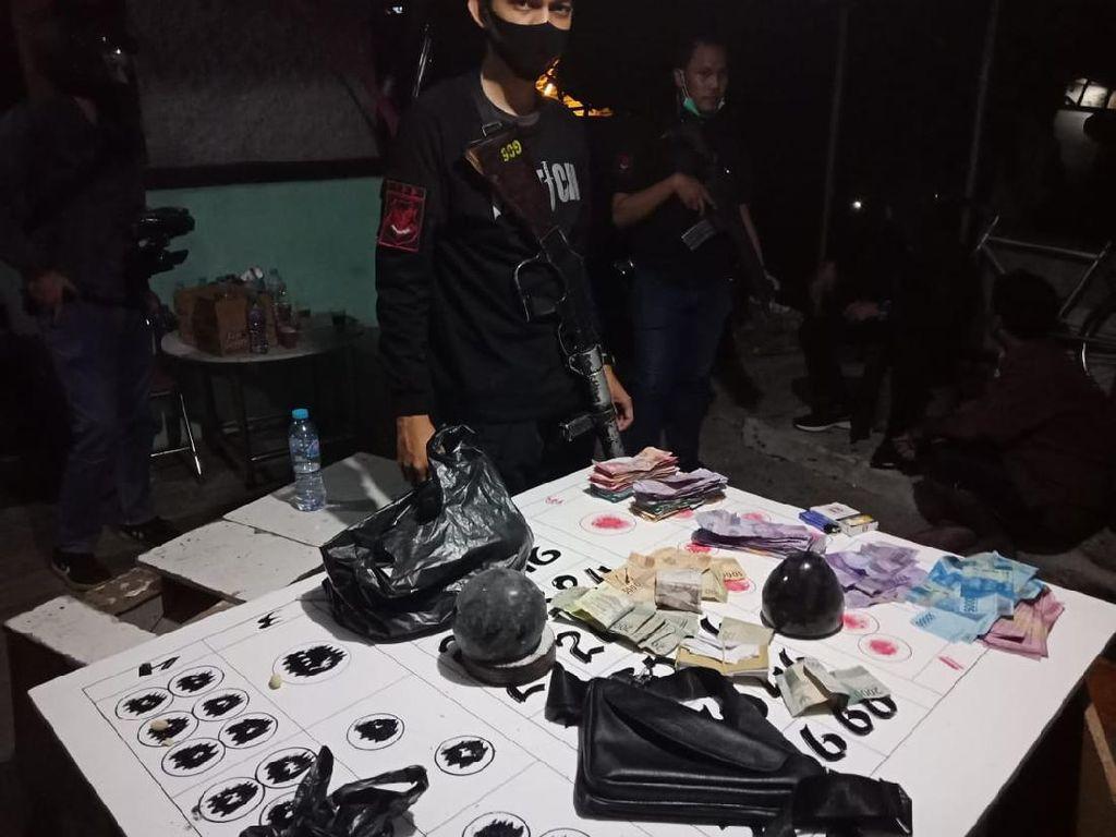 Judi Koprok di Jakbar Digerebek, Rp 9 Juta-Surat Pegadaian Disita Polisi