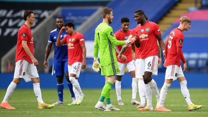 LEICESTER, ENGLAND - JULY 26: David De Gea and Paul Pogba of Manchester United celebrate after the Premier League match between Leicester City and Manchester United at The King Power Stadium on July 26, 2020 in Leicester, England.Football Stadiums around Europe remain empty due to the Coronavirus Pandemic as Government social distancing laws prohibit fans inside venues resulting in all fixtures being played behind closed doors. (Photo by Michael Regan/Getty Images)