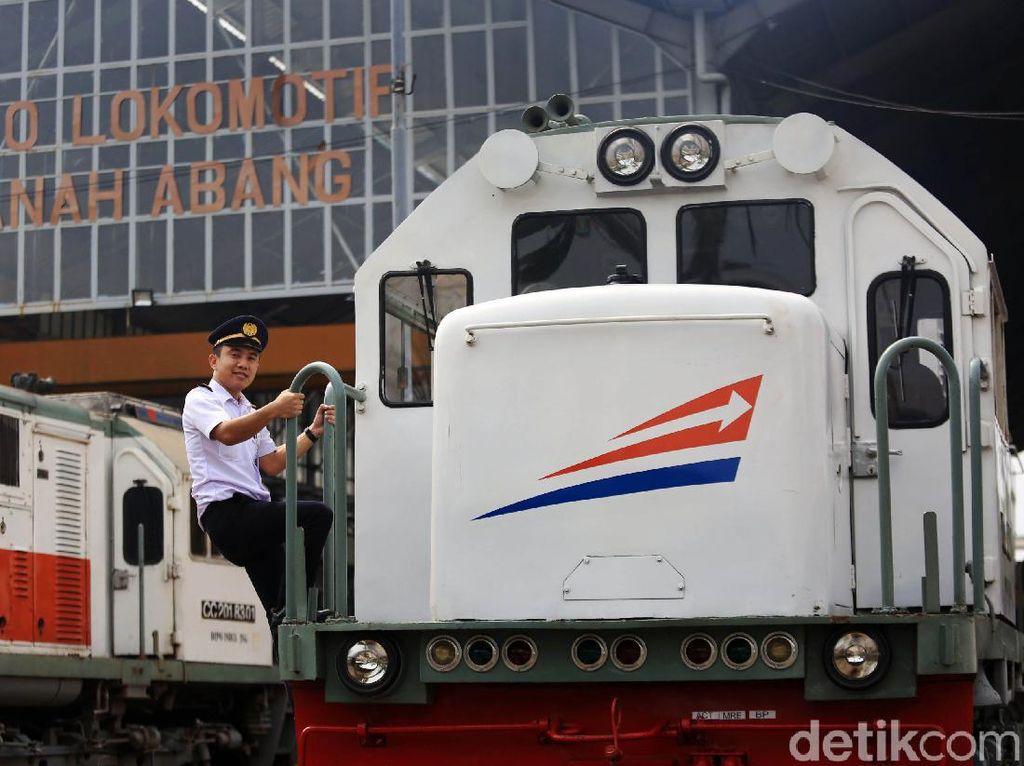 Ada Demo, Penumpang 6 KA Keberangkatan Stasiun Gambir Bisa Naik di Jatinegara