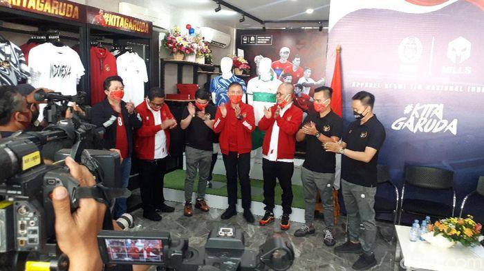 Ketum PSSI Mochamad Iriawan meluncurkan jersey tandang Timnas Indonesia.