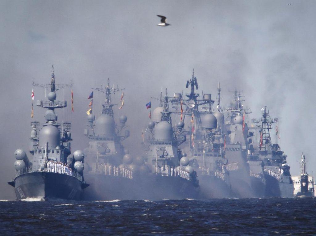 Parade Kapal Peringati Hari Angkatan Laut Rusia