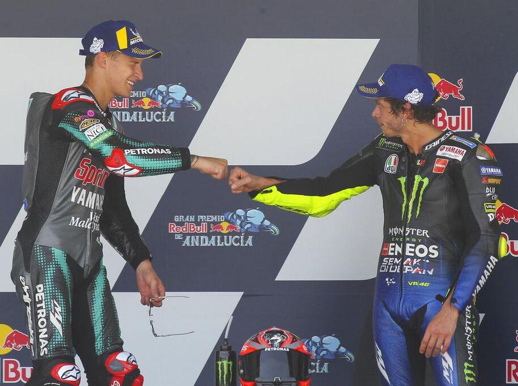 Momen Valentino Rossi Serahkan Tongkat Estafet ke Fabio Quartararo