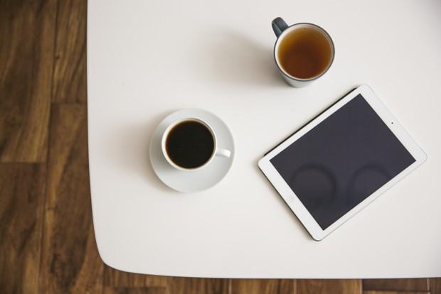 Kopi dan teh yang mengandung kafein juga dapat dijadikan sebagai obat sakit kepala alami.