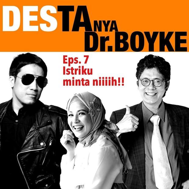 Desta memiliki Podcast bernama DESTAnya yang membahas berbagai topik dengan menghadirkan narasumber pilihan.