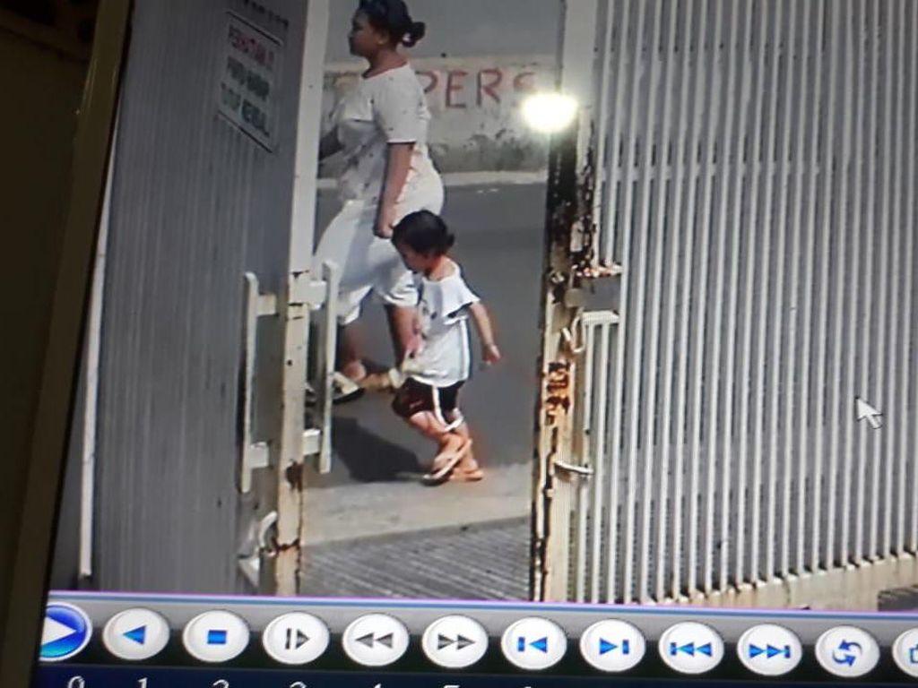Video CCTV Merekam Penculikan Anak di Pesanggrahan