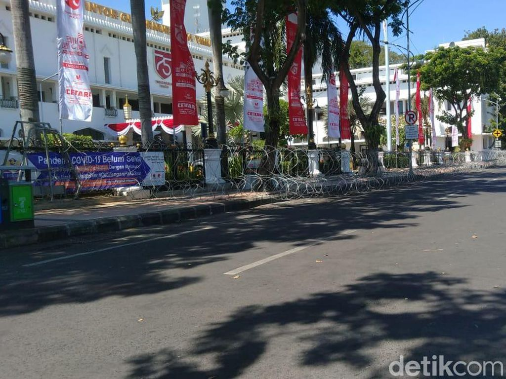 Demo Tolak Omnimbus Law di Kantor Gubernur Jatim, 800 Personel Disiagakan
