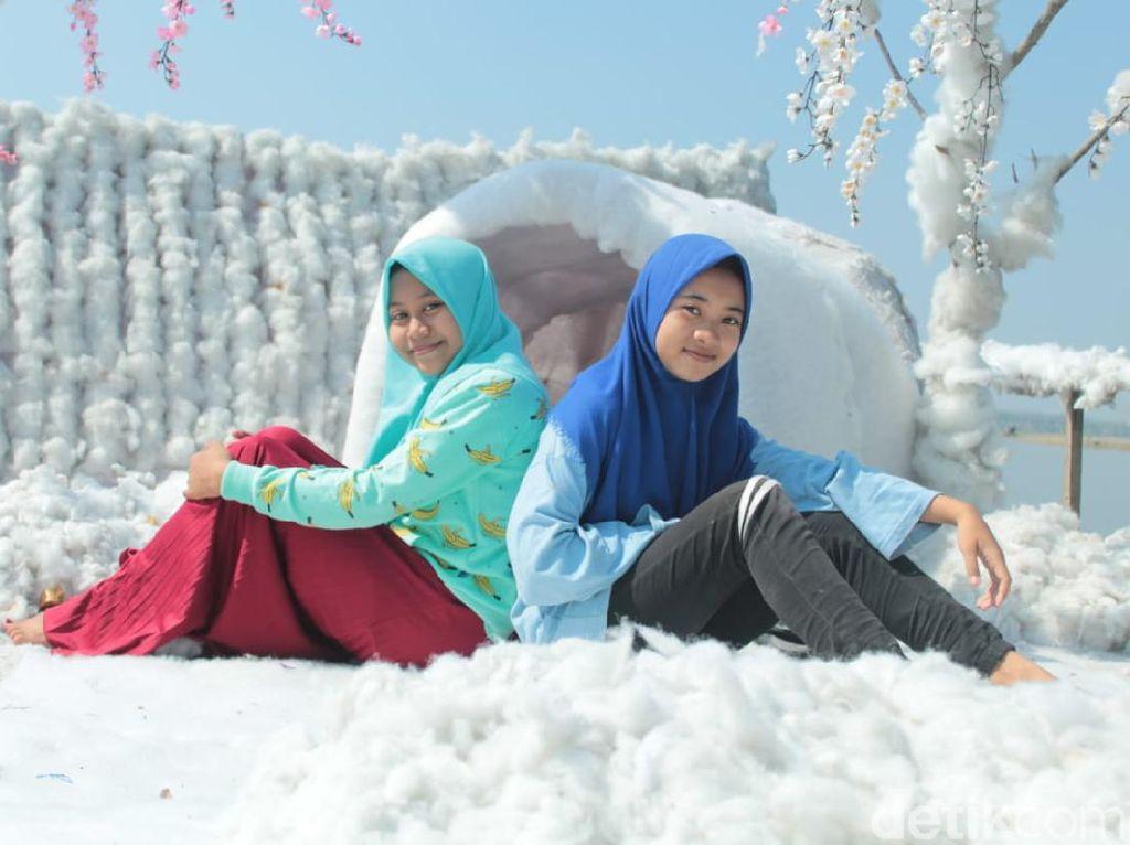 Foto: Serius, Ada Salju di Lamongan