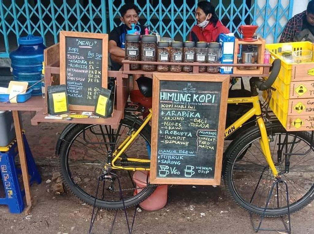 Modal Sepeda Kuning, Pria Ini Racik Kopi Mirip Barista Kafe