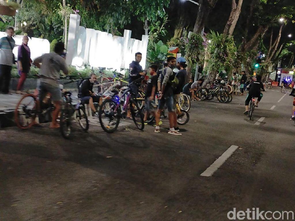 Angka Kematian Kasus COVID-19 Surabaya Tinggi, Namun Masih Banyak Kerumunan