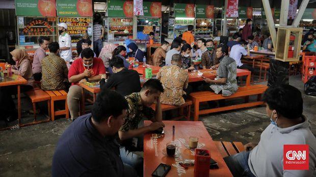 Pekerja kantoran menjadi salah satu kelompok yang rawan penularan Virus Corona. Menyusul ditemukan klaster perkantoran dengan 375 orang dinyatakan positif. (CNN Indonesia/ Adhi Wicaksono)