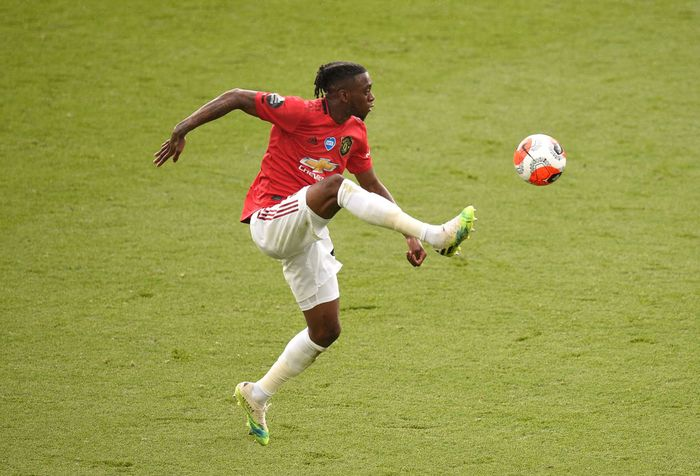 LEICESTER, ENGLAND - JULY 26: Aaron Wan-Bissaka of Manchester United controls the ball during the Premier League match between Leicester City and Manchester United at The King Power Stadium on July 26, 2020 in Leicester, England.Football Stadiums around Europe remain empty due to the Coronavirus Pandemic as Government social distancing laws prohibit fans inside venues resulting in all fixtures being played behind closed doors. (Photo by Oli Scarff/Pool via Getty Images)