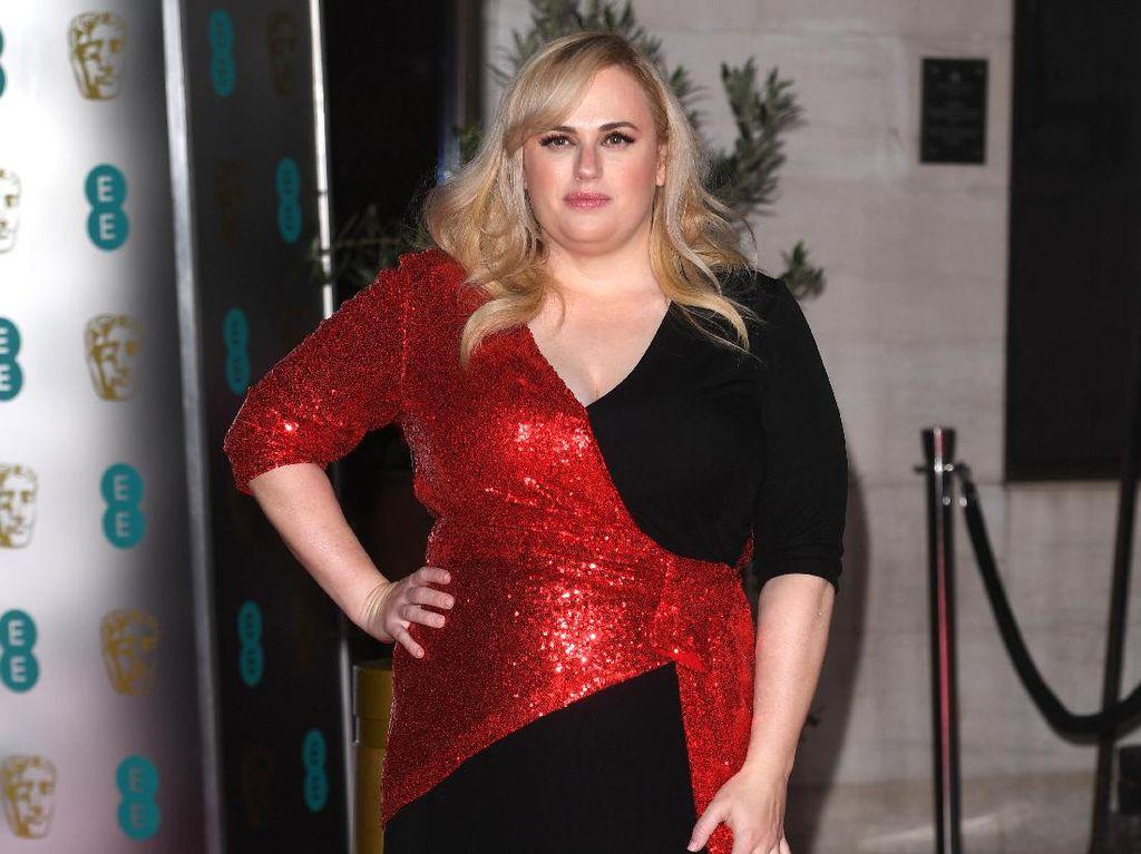 Mirip Adele, Penampilan Rebel Wilson Bikin Heboh
