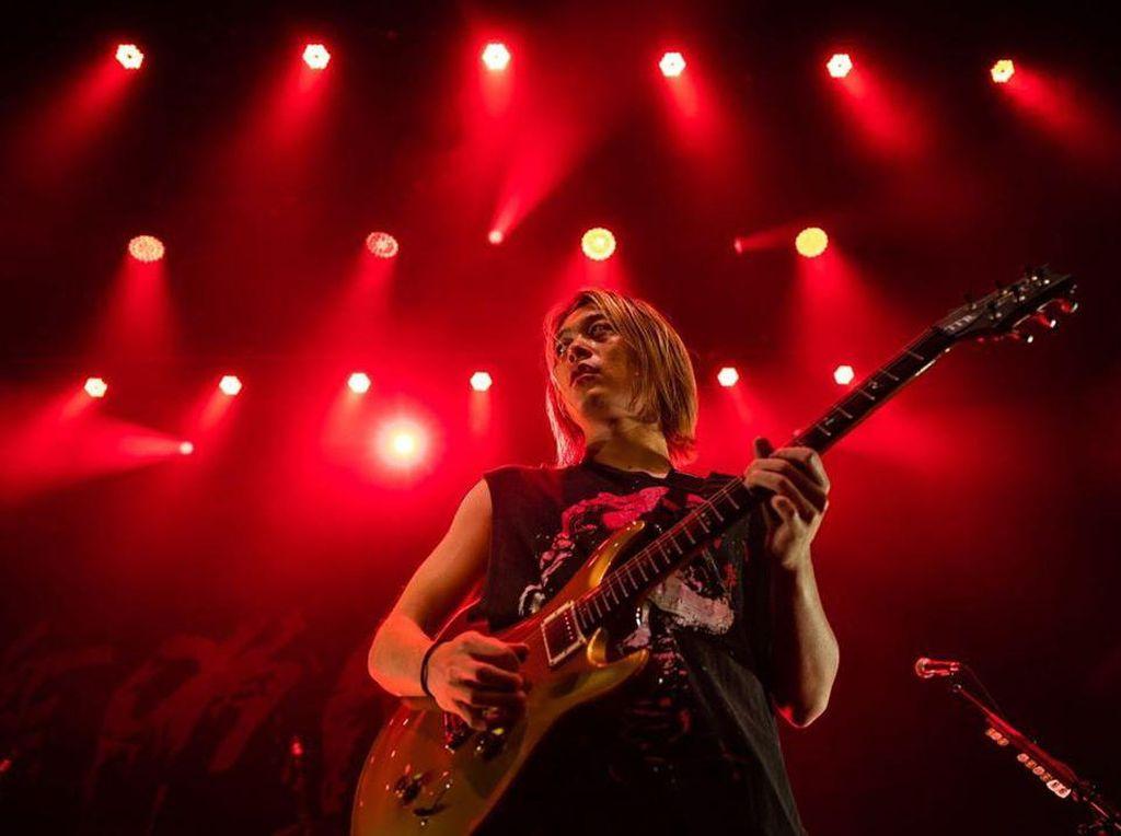Kondisi Gitaris ONE OK ROCK Toru Yamashita yang Positif COVID-19