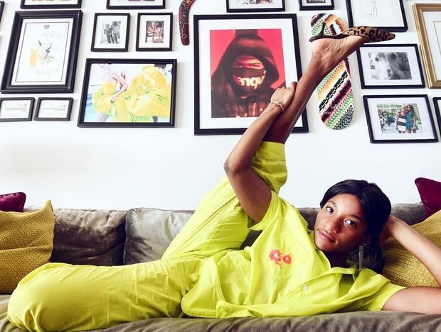 Menjalani karir sebagai fashion editor, Danielle Prescod juga memiliki gerakan nyata dalam memerangi rasisme.