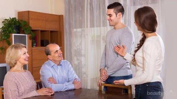 Meski tidak mendapat restu dari calon mertua, kamu tetap harus menghormati mereka dan tnjukan sikap sopan.