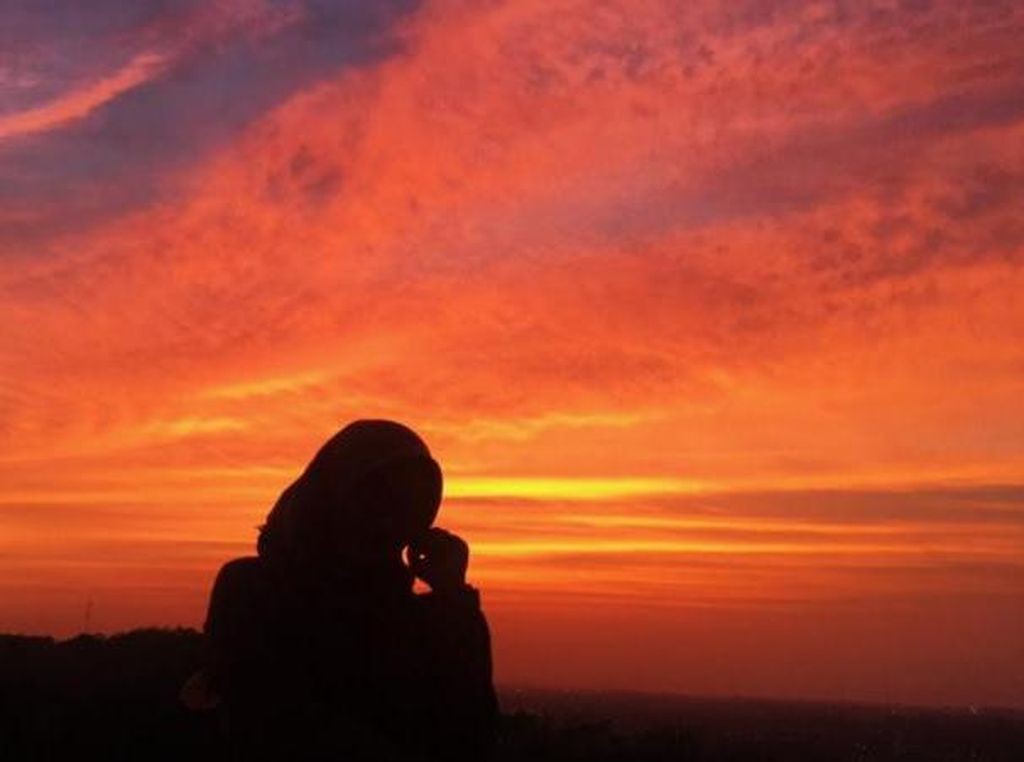 Mengintip Sunset yang Ciamik dari Candi Ratu Boko