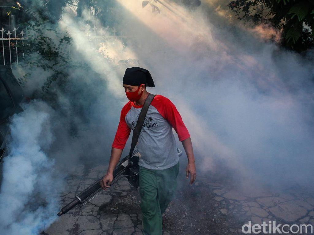 Cegah DBD dan Chikungunya, Kawasan Pondok Aren Difogging